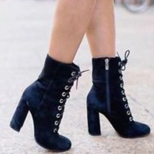 NWOB VINCE CAMUTO TEISHA COMBAT ANKLE BOOTS 10